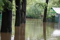 Zaplavené lounské výstaviště v červnu 2013. Tato povodeň vyvolala diskuze nad ochranou funkcí  Nechranic, které vyústily k několika přijatým opatřením.