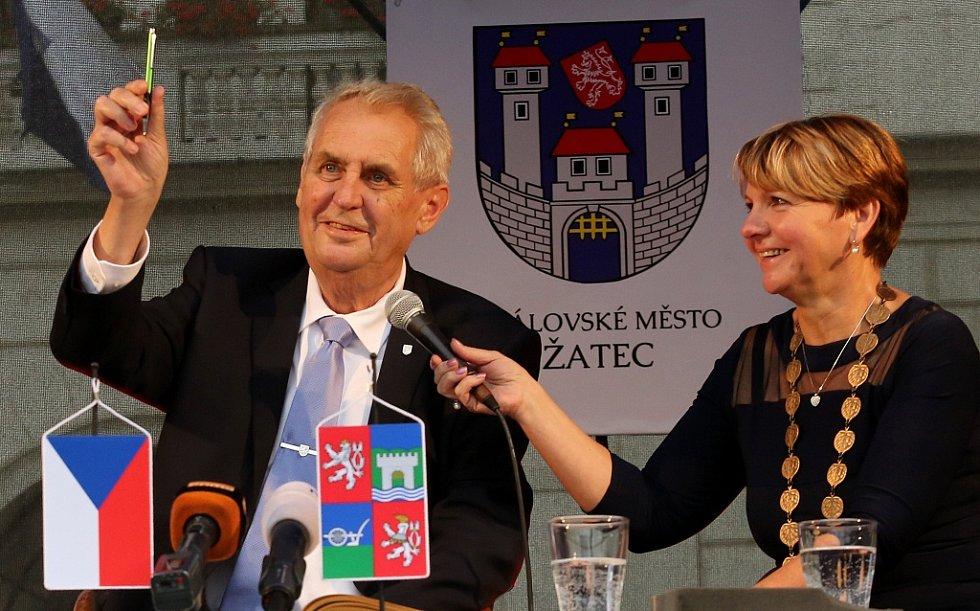 Prezident Miloš Zeman a starostka Žatce Zdeňka Hamousová