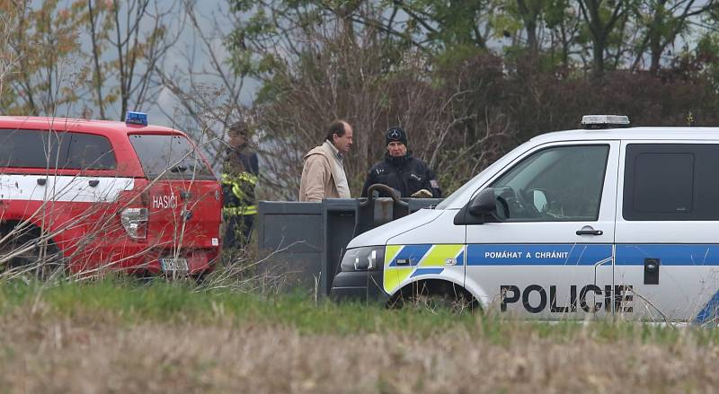 Říjen 2020. Policejní tým Tempus pátral opět u Slavětína po těle zmizelé Jany Paurové.