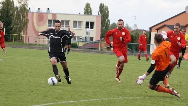 Utkání Podbořan (v černém) proti Strupčicím