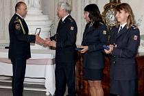 Předávání medailí Hasičského záchranného sboru Ústeckého kraje na zámku Krásný Dvůr