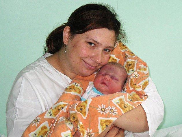 Dcerka Adéla Rábová potěšila maminku ze Žatce Kateřinu Rábovou, když se 14. července narodila v žatecké nemocnici, přesně ve 23.10 hodin Váha 3,37 kg, míra 49 cm.