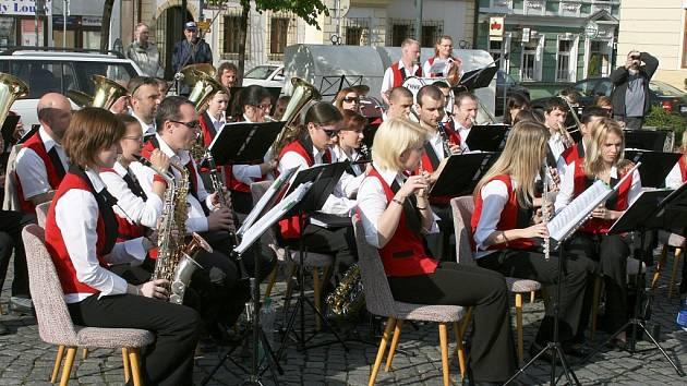Dechový orchestr ZUŠ Louny pod vedením Jaromíra Laksy.