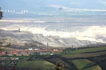 Pohled na Mostecko z vrchu Zlatník.