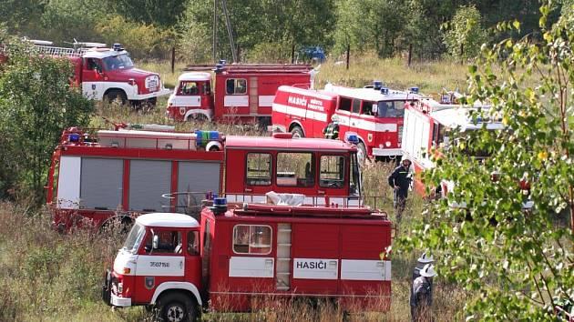Cvičení hasičů u Nepomyšle.