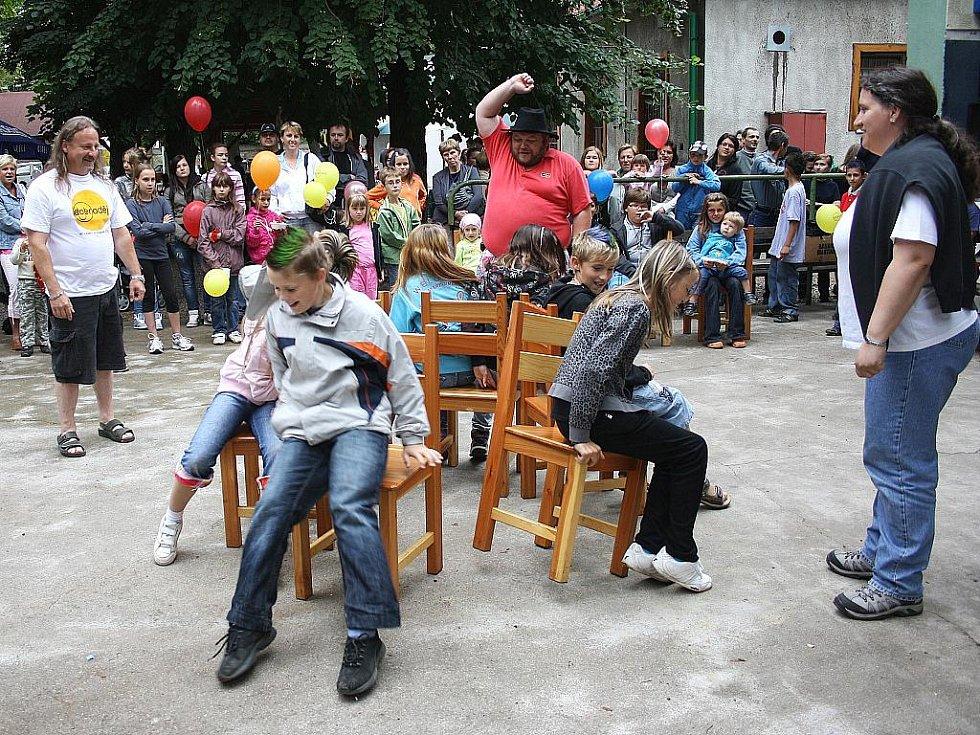 Děti se baví na Dobrodění 2011
