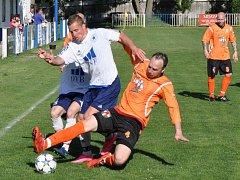 Fotbalisté Černčic (v bílém) doma hostili Braňany, se kterými si nakonec poradili těsně 1:0