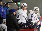 Hokejisté Loun (v bílém) porazili Roudnici 6:5.