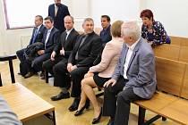 Současní a bývalí zastupitelé Postoloprt u soudu v Chomutově