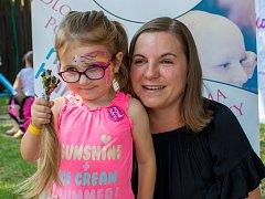 Na letošním Dobrodění působil i spolek Nové Háro, který kromě jiného z darovaných vlasů vyrábí paruky pro dětské onkologické pacienty