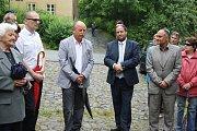 K přítomným krátce promluvil také starosta městyse Radomír Bláha (uprostřed vlevo)