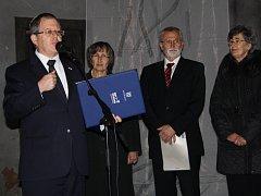 V rámci vzpomínky na 80 let staré události byli v Žatci vyznamenáni sourozenci Marie Kelnerová a Václav Širc izraelským oceněním Spravedlivý mezi národy.