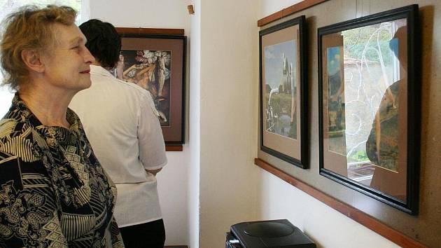Výstava koláží v perucké Galerii U Plazíka