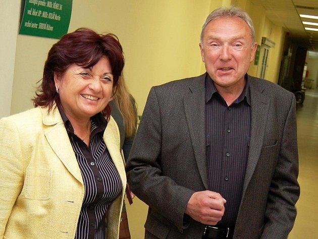 Hejtmanka Jana Vaňhová a ředitel nemocnice Čestmír Novák na snímku z května 2010.