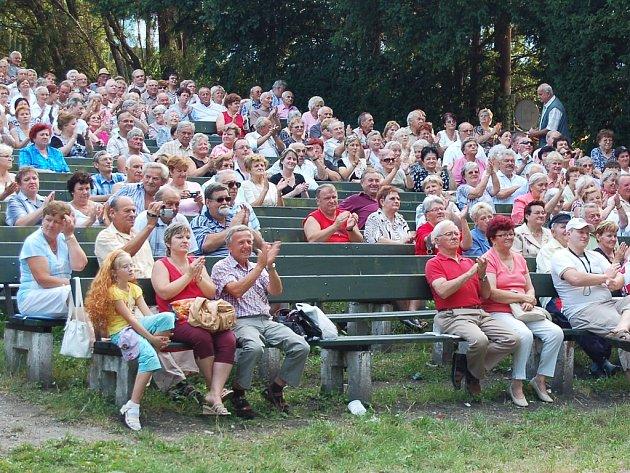 Sobota: Žatecké letní kino zaplnili fanoušci dechovky při festivalu Žatecký hopfest