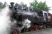 Skutečná romantika - parní lokomotiva.