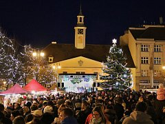 Slavnost s rozsvícením vánočního stromu v Lounech