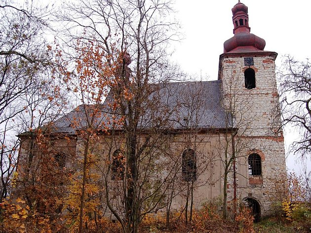 Zdevastovaný kostel v Žaboklikách