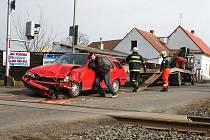 Srážka osobního vozu s vlakem na přejezdu v Břvanech
