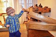 Roman Laun při návštěvě lounského muzea