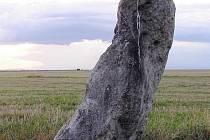 Menhir v Drahomyšli, kterému se přezdívá Zakletý mnich či Zkamenělý kapucín