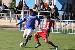 Lenešice (v modrém) vydřeli domácí výhru gólem, který dal tři minuty před konce jejich střelec Petr Nový.