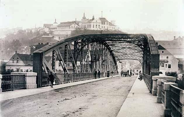Železný most byl 13.června 1896slavnostně předán veřejnosti.
