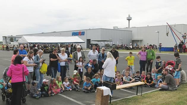 Červnový rodinný den pro pracovníky firmy Fujikoki a jejich děti poblíž areálu firmy v Lounech.
