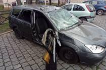 Autovrak u žateckého autobusového nádraží.