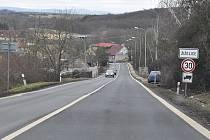 U Žiželic se má stavět obchvat. Pověstné a pro řidiče nebezpečné zatáčky nad obcí zmizí.