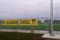Fotbalové hřiště s umělou trávou žateckého Slavoje už má nové osvětlení.