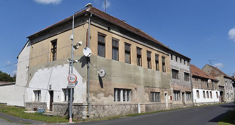 Opuštěná hospoda v Břvanech.
