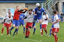 Utkání Loun (v modrém) proti Jílovému