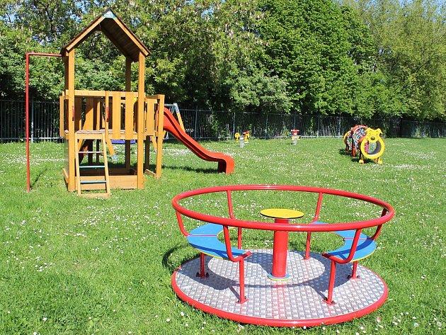 Děti se mohou těšit na rozšířené hřiště.