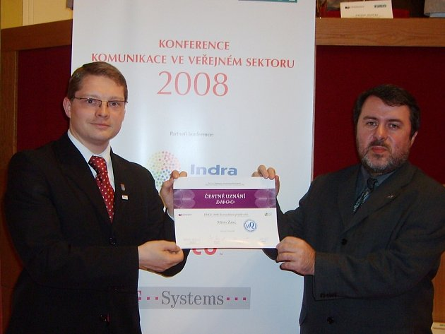 Cenu za město Žatec převzali na pražském magistrátu starosta Erich Knoblauch (vpravo) a místostarosta Aleš Kassal.