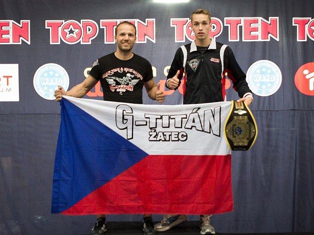 Žatecký bojovník Hany Greisiger triumfoval na světovém poháru v rakouském Innsbrucku. Na snímku je s trenérem Romanem Šifaldou