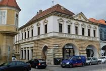 Budova městské knihovny v Žatci