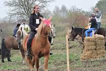 Setkání milovníků koní ve Skupicích při loňském prvním ročníku.