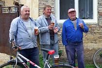"""V každé vesnici na trase pivovar uspořádal svou """"malou dočesnou"""" pro místní obyvatele a kolemjdoucí turisty."""