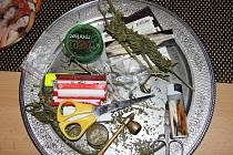 Drogy zadržené při jedné z protidrogových razií v okrese Louny.