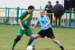 Žatečtí fotbalisté (v zeleném) v jarní domácí premiéře prohráli vysoko s Vilémovem 0:7.