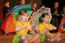 Děti z MŠ Fügnerova při vystoupení na festivalu Mateřinka v Lounech