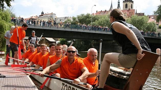 Letní lounské vábení 2011 - sobota. Závody dračích lodí