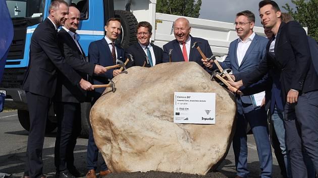 U Panenského Týnce proběhlo slavnostní zahájení stavby úseku dálnice D7