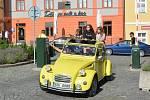 Sraz vozů Citroën na Mírovém náměstí v Lounech