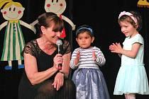 Benefiční koncert dětí z dětského domova v žateckém divadle.