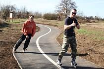Nová cyklostezka u Ohře v Žatci láká také in-line bruslaře
