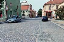 Horní část Nákladní ulice v Žatci je opět průjezdná.