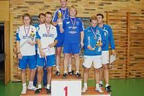 Ondřej Vít a Michal Pecina na stupních vítězů.