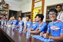 Návštěva profesionálů z japonského Aisan Racing Teamu u mladých lounských cyklistů